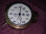 Ceas vechi mecanic de masa  VICTORIA RSR cu sonerie deasupra,Defect,T.GRATUIT