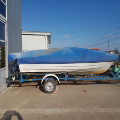 Vând barcă !