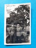 POZA veche OFITERI CU MASINA DE EPOCA ×  aprox 1930 format mic