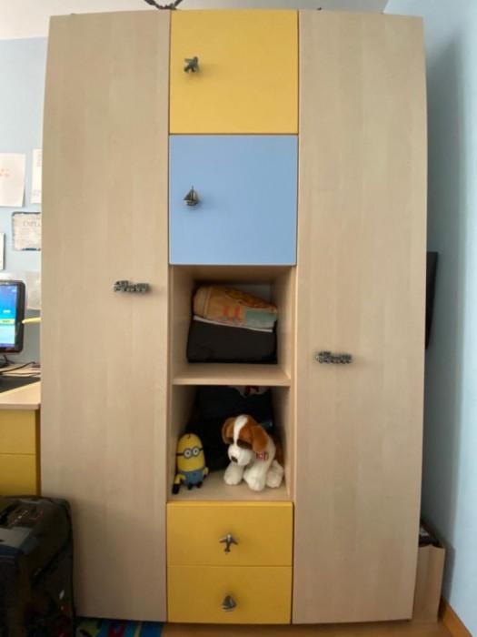 Vand mobila dormitor pt copii