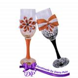 Pahare nunta miri si nasi Handmade by Diana Puiu PNFJ 2 orange-negru
