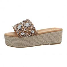 Papuci sic, cu platforma si numeroase aplicatii decorative, 37 - 41, Roz