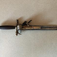 Pumnal,stilet vechi francez,pentru panoplie,cu pistol pe lama