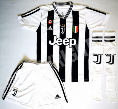 Compleu Echipament fotbal pentru copii 13-14 ani RONALDO Juventus foto