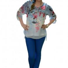Bluza cu motiv floral, nuanta de bleumarin, voal fin la atingere