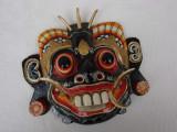 Frumoasa masca dintr-un lemn de esenta usoara - Asia