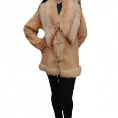 Jacheta blana, eleganta de culoare crem deschis