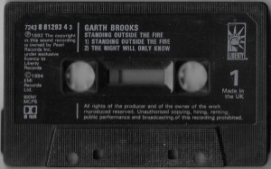 Caseta Garth Brooks-Standing Outside The Fire, originala