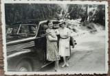 Domnisoare cu automobil de epoca// fotografie, Romania interbelica