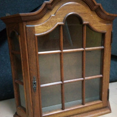 Superbă vitrina antica de perete