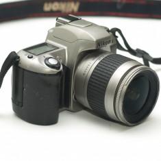 Nikon F65 cu obiectiv 28-80mm 3.3-5.6