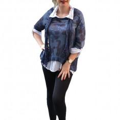 Bluza tricotata, de culoare bleumarin, cu imprimeu deosebit