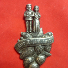 Placheta veche -Cultivatori de hamei pt bere -Germania ,h=7cm -frumos lucrata