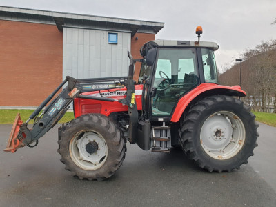 Tractor : Massey Ferguson 5460 foto