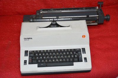 Masina de scris Olimpia  electric 65 foto