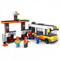Set cuburi Lego, actual investing, modelbenzinarie, 324 piese + 4 figurine