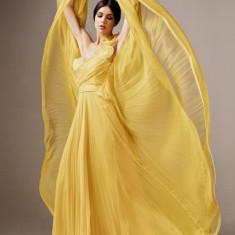 Rochie Ana Radu galbena de lux lunga din tul cu croi in clos cu bust buretat si inchidere la spate tip corset