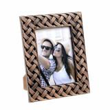 Cumpara ieftin Rama foto din plastic, model impletitura, culoare bronz, 20x25 cm
