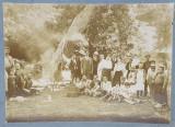FOTOGRAFIE DE GRUP , NELOCALIZATA , LIPITA PE CARTON , MONOCROMA , CCA. 1900