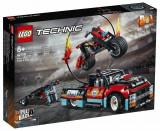 LEGO Technic - Camion si motocicleta pentru cascadorii 42106