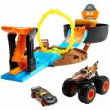 Cumpara ieftin Pista de masini Hot Wheels Mattel Monster Truck Stunt Tire cu 2 masinute