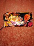 Portofel dama floral Michael Kors, cu defect, lipsa litera S, vedeti pozele