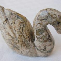 Scultura de forma unei lebede realizata in aragonit, Animale, Piatra, Europa