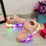 Cumpara ieftin Adidasi roz cu lumini LED si scai pt fetite 21 22 23 24 25, Fete