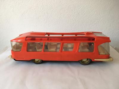 Autobuz ONT Carpati Metaloglobus, caroserie plastic rosu, sasiu metal, anii 80 foto