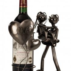 Suport metal pentru sticla vin model cuplu cu inima H 24cm cm Latime 19 cm