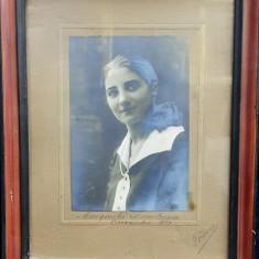 PORTRETUL TINEREI MARGARETA DEMETRESCU , FOTOGRAFIE MONOCROMA, LIPITA PE PASPARTU , INRAMATA , ACOPERITA CU GEAM , DATATA 1927