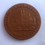 Medalie din portelan rosu de MEISSEN cu alchimistul Johann Friedrich Böttger