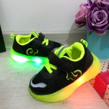 Cumpara ieftin Adidasi negri cu lumini LED si scai pt baieti / fetite 22 24