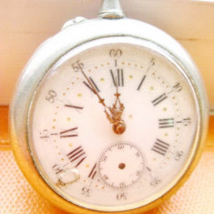 Ceas Buzunar vechi buzunar barbatesc cu cadran din portelan nefunctional.