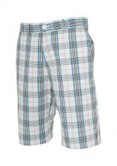 Pantalon scurt in carouri foto