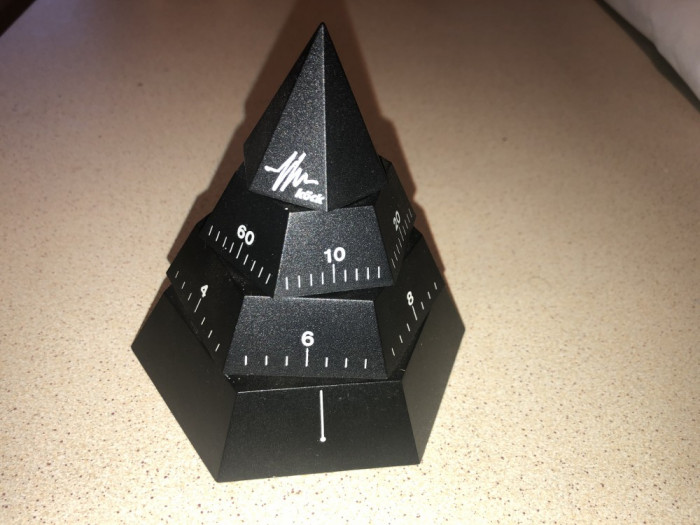 Ceas cuart german, piramidal,ore,minute si secunde