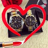 OFERTA SOC! Doar 119 RON Set 2 ceasuri el si ea din metal argintiu si auriu cu cadran negru + CUTIE CADOU