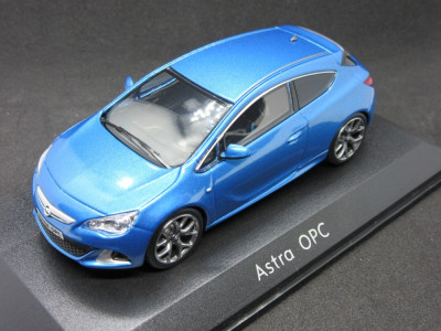 Macheta Opel Astra OPC dealer edition 1:43 foto