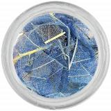 Frunze albastre deschis pentru nail art - uscate