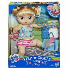 Baby Alive - Papusa interactiva Bebe Primii pasi, fetita
