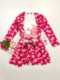 Cumpara ieftin Set pijama dama 3 piese alcatuit din maieu + pantaloni scurti + halat roz inchis cu imprimeu Cute Cat