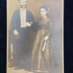 CUPLU POZAND IN STUDIO , FOTOGRAFIE REPRODUSA DUPA ORIGINAL , MONOCROMA, DATATA 1931