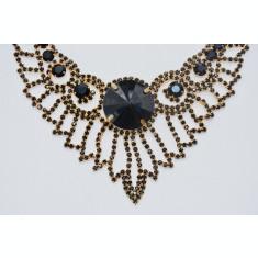 Set modern de bijuteri ,colier si cercei de culoare argintiu