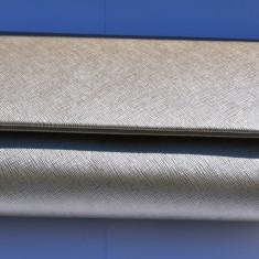 Poseta plic in nuanta de bej cu design deosebit, lant detasabil