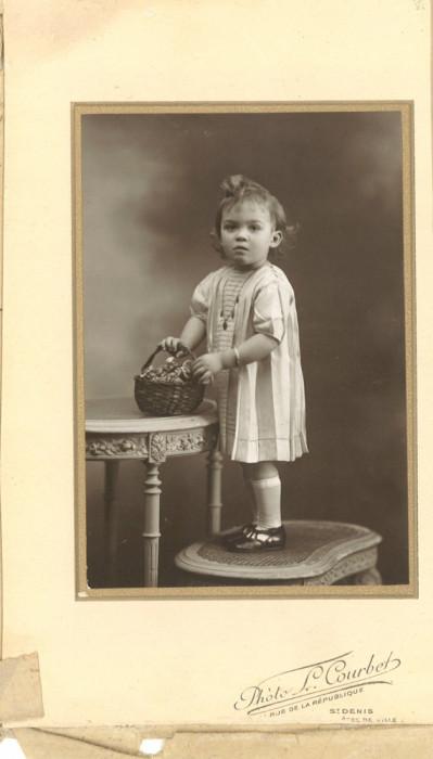 Fotografie veche cu copil din Franța