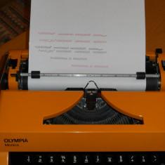 Masina de scris portabila OLIMPIA MONICA