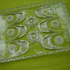 Frumos platou din sticla posibil cristal