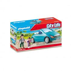 Playmobil City Life - Familie cu masina