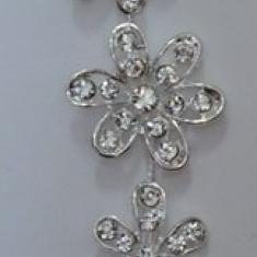 Agrafa moderna de culoare argntie, tip coronita cu aspect floral