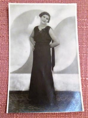 Tanara in rochie de seara. Fotografie tip carte postala -  Foto-Paris, Galati foto